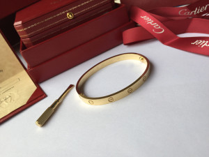Cartier love bracelet yellow gold comes with a tiny screwdriver